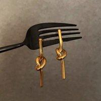 [Wang Chao] Celi Serin Blass Chapado en oro Nudo Classic Temperament Pendientes de corbata