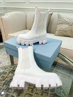Fall Awinter 디자이너 실루엣 부츠 고품질 정품 가죽 흑인과 백인 손톱 모양의 고무 바닥이있는 EUR35-41