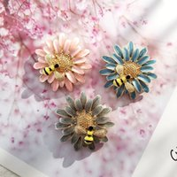 Bee Flower Enamel Brooches Pin for Women Fashion Dress Coat Shirt Demin Metal Funny Brooch Pins Badges Promotion Gift 2021 New Design