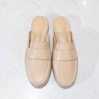 2021 zapatos de ropa de diseño clásico europeo, zapatillas de moda para mujer, decoración de perlas de cuero suave, tacón bajo, estilos más coloridos