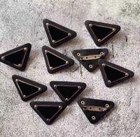 Designer Letter Brooches Pins per Donne e uomini Top Quality Triangle Triangolo Spilla Pin Gioielli Accessori regalo Drop Drop Nave
