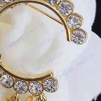 Kadın Tasarımcı Broşlar Zincir Rhinestone Broş Klasik Lette Parti Hediye Moda Takı L-C10