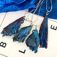 Naturale Black Tourmaline Plating Peacock Blu Piume Fiamma Pendente Crystal Cluster Specimen Arcobaleno Collana in titanio Collana