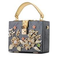 Factory wholesale women bag high quality acrylic hard box studded handbag sweet little fresh Pearl flower chain bags ladies carved diamond