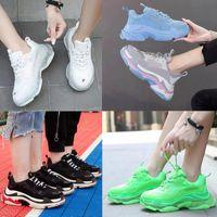 Crystal Bottom Paris 17FW Triple S Zapatillas para hombre Mujeres Casual Zapatos Carta Negro Pink Suela Blanco Verde Blanco Arco iris Hombres deportes Papá al aire libre