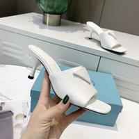 2021 Designers Dames Slippers Patent Lederen Hoge Hakken Omgekeerde Triangle Logos Sandalen Pure Kleur Slippers Letter Flat Slide Stylist Schoenen