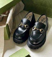 Top Luxury Women Lug Sole Horsebit Loafer Shoes Bordado de oro Bordado Bee Slip on Platfrom Sneakers Lady Cuero Blanco Negro Comfort Caminando