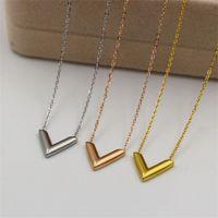 316L Titanium Steel Мода V Подвеска ожерелье для женского титанового стального покрытия Розовое Золотое письмо Ожерелье Ювелирные Изделия 129 W2