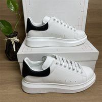 Top Quality 2021 Mens Platform Platform Platform Casual Shoes Brand Sconto Black Pelle pelle scamosciata Vestito da passeggiate Sneakers Luminoso Riflettenti riflettenti Scarpe Chaussures