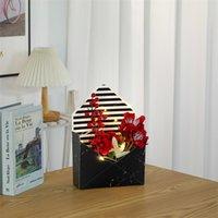 Scatole di avvolgimento del regalo del fiore a forma di busta per il giorno del ringraziamento in marmo scatola di imballaggio di carta del cartone per bouquet floreale