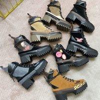 Femmes Designer Chaussures Martin Desert Boot Flamingos Love arrow Arrow 100% Véritable Cuir Médaille grossière Femme antidérapante Chaussures d'hiver Taille US5-11