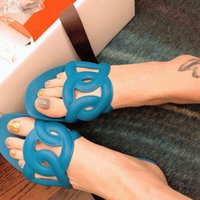 Vallu 고품질 여성 샌들 부드러운 슬리퍼는 옥외 평면 배경 신발 QSWG에서 플라스틱의 젤리 샌들을 볼 것입니다.