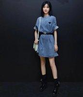 Ücretsiz Kemer 2021 Sınırlı Sayıda Kadın Denim Elbise Klasik Sokak Marka Ceket Rüzgar Geçirmez Klasik Giyim Üçgen Rozet Dekorasyon Taraflar Asya Modeli Bahar Giyim