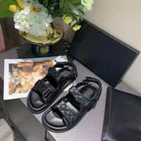 2021 Luxury All-Match Platform Platform Sandals Fashion Crystal Becerro Cuero Quilted Designer Plaid Flip Flobs con caja