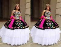 2022 Sexy Black and White Patterned Flower Embroidery Quinceanera Dresses Mexican XV Ball Gown Lace Layered Corset Strapless Sweet 15 16 Charra Prom Evening Dress