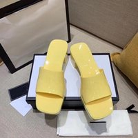 Womans Slipper Beach Pantoufles De Fond Grandes Plate-forme Alphabet Lady Sandales Cuir High Heel Diapositives
