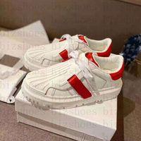 Frauen Luxurys Designer Sneakers ID Schuhe Trainer Zweifarbige weiße rote Kalbsleder und Gummi-Chaussures Sneaker