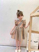 Diseñador niños a cuadros de manga de mosca Vestidos para chicas volantes Lattice Plised Vestido Verano Niños Cotton Ropa A6390