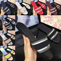 Zapatillas de mujer Diseñador Bordado Sandalias Damas Marca Verano Diapositivas Playa Al Aire Libre Mujer Slipper Color Letters Diapositiva con caja