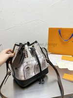 NOÉ MM Architettura Bolsa de cubo Fornasetti Capsule Womens debería bolsas de bolsas Italiano Diseño Atelier Fabric Luxurys Noe Crossbody