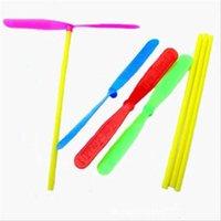 جديد الخيزران اليعسوب المروحية لعبة تحلق الصحن البلاستيك الجدة الأطفال اللعب الرياضية مضحك الاطفال هدية