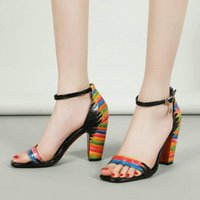 المرأة الصيف مشبك الأزهار عالية كعب سميك مختلط الألوان الصنادل أحذية السيدات مثير حزب الزفاف زقزقة اصبع القدم حجم كبير 34-40