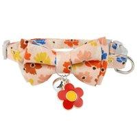 Les colliers de chat mènent un col de bowtie mignon avec une boucle de sécurité Bell Bell Bulten chaton Cherry fleurs Pendentif Soft Durable Bow