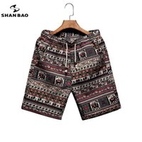 Shan Bao Mode Men's Fashion Loose Beach Shorts Summer Marque Vêtements Personnalité Impression de Coton Confortable Coton Jeunes Casual Shorts 210329