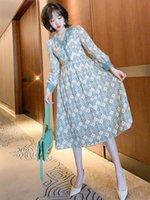 Retro Kontraststich Spitze V Ausschnitt Gestickte Taille Tuck Kleid 2021 Feder Hohe Qualität Top Casual Dresses