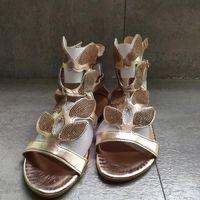 الصيف النساء glod فراشة الكاحل الصنادل الأزياء الكريستال فتح تو الأحذية حجر الراين عالية أعلى مشبك معدني النعال المسطحة الشقق مريحة سستة صندل