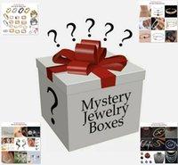 Aleatorio 30 unids / caja Lucky Jewelry Box No Doble incluyendo Neciraces Pulseras Anillos Pendientes Pendientes Pasquías Brazaletes Relojes, etc.