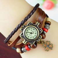Moda mulher folha senhora relógio grânulos coloridos grânulos clássico cinta de couro roma número de discagem relógios de quartzo com quatro trevos de liga pingente