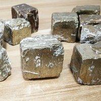 Venta al por mayor 100g Pirita de hierro natural Piedras ásperas Minerales y piedras cayeron censuras de piedras preciosas ásperas Curación 564 R2