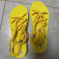 Designer Cross-tied Sandals Women Flat Open Toe Slides Comfortable anti-slip Mules Sexy Yellow Light Weight Shoes Thin Bottom Flip Flops