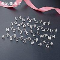 Inalis 5A Pendientes del alfabeto de la circonia cúbica para las mujeres Pendientes de perno de carácter simple 26 Joyas de moda de las letras del inglés geométrico 1742 Q2