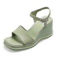 حذاء اللباس Yuxiang 2021 الصيف النساء إسفين الصنادل منصة مشبك حزام زقزقة تو سميكة أسفل عارضة شاطئ السيدات