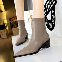 2022 new Hot Fashion Designer Women Shoes Winter Boots Ladies Cowhide Leather High Top Womens boots without box