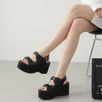 Black Low Heels Boucle Boucle Découpé Punk Goth Girls Chaussures d'été Chunky High Plateforme Gladiateurs Femme Gladiateurs Sandales Robe