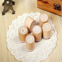 盛り合わせレトロなビンテージ花の花のパターンの丸い木製のラバースタンプスクラップブック