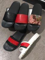 Designer Flip FLOPS Pantoufles Femmes Sandales Sandales Caoutchouc Brocart Brocart Hommes Slipper Engrenages Femmes Slip à rayures de plage avec boîte