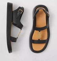 2021 Trend Yüksek Kalite Kadın Sandalet Çizgili Desenli Moda Yaz Bayanlar Düz Terlik Kapalı Ayakkabı Boyutu EUR 35-40 + Kutu