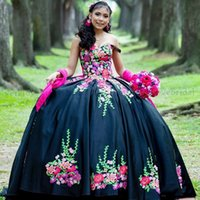 Charro Quinceanera Dresses Beaded Floral Applique Sweet 16 Birthday Wear Black Mexican robe princesse femme Prom Gowns