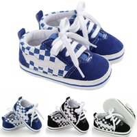 Newborn Infantil Niño Bebé Cuna Zapatillas de cuna Lienzo Sole Sole Sneakers PREWALLES A RAYED PREWALKERS Anti-Slip First Walkers Trainers 0-18 M Y0407