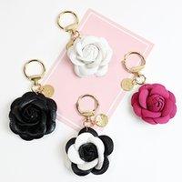 Camellia bloem sleutelhangers tas charms PU lederen hanger auto sleutelhangers accessoires zwart wit rose rode sieraden sleutelhangers ringen houder voor vrouwen