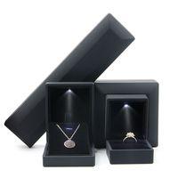 Bracelet de luxe Boîte Square Mariage Pendentif Bague Boîte Boîtier Coffret cadeau avec lumière LED pour la proposition Engagement Mariage 2049 Q2
