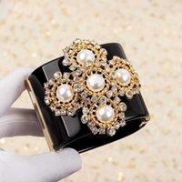 Hot Marke Modeschmuck für Frauen Große Breite Manschette Armband Praty Schmuck Crush Black Acryl Schneeflocke Perle Einzigartige Top Qualität