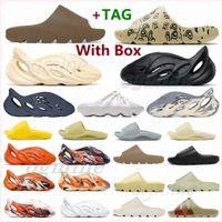 Avec des pantoufles de boîte kanye sandales chaussures triple noire blanche glisse chaussette résine sable du désert sable de la terre brun hommes womens west slipper baskets u2ex #