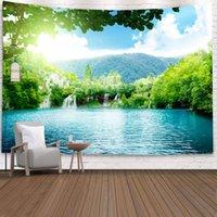 나무 폭포 태피스트리 숲 벽 매달려 자연 태피스트리 스톤 강 푸른 하늘과 흰 구름 호수