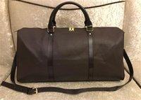 Designers Duffel Bag 45cm Luxo Grande Capacidade Capacidade de Alta Qualidade Mulheres Homens Genuíno Couro Ombro Moda Bolsas Levar Rebites com Bolsa de Esporte Cabeça de Bloqueio