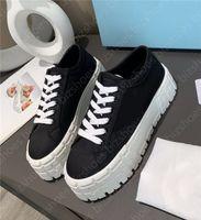 Nylon Designer Sneaker Dreieck Frauen Casual Shoe Gummi-Plattform Motocross-Reifen Polyamid 50mm Sohle Heulen Schuhe